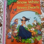 Snow White and the Seven Dwarfs With Large Print For Easy Reading
