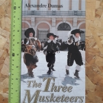 The Three Musketeers (Hardback/ The Children's Golden Library 34)