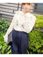 สินค้าราคาพิเศษ!!! KOREAN STYLENANDA RETRO OPENWORK CROCHET /LACE BLOUSES - เสื้อเเขนยาวผ้าลูกไม้สีขาวครีม STYLENANDA สินค้านำเข้าอย่างดี