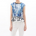 ZARA TOPS เสื้อ ZARA เเขนกุด สีขาวสกีนลายสีน้ำเงิน เอวเข้ารูป ชายระบาย ผ้าคอนต้อน