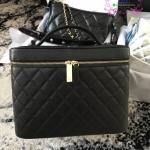 Chanel กระเป๋าเครื่องสำอางค์ สีดำ งานHiend Original