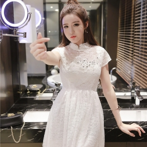 ชุดเดรสลูกไม้สีขาวคอจีนแขนสั้นกระโปรงบานเอวเข้ารูป