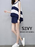 เสื้อ + กางเกง งานแบรนด์เกาหลี งานดีงานสวย เนื้อผ้าสวย ดีเทลเสื้อคอกลม ตัวเสื้อหน้าสั้นหลังยาว แขนกุด เนื้อผ้าพิมพ์ลายขาวสลับสีกรม มาพร้อมกางเกงขาสั้น ซิปข้าง เอวสม็อคหลัง กระเป๋าหน้า