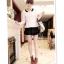 หมดค่ะ SALE//SALE (ส่งฟรี) เสื้อแฟชั่นเกาหลี คัตติ้งสวยเนียบเข้ารูป สีขาว มีซิปด้านหลังใส่ง่าย เนื้อผ้าหนานุ่ม แต่งคอปกสีดำเก๋ๆ thumbnail 2