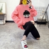 เสื้อแขนยาวแฟชั่นพร้อมส่ง เสื้อแขนยาวสีชมพู แต่งสกรีนรูปตุ๊กตาน่ารัก +พร้อมส่ง+