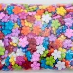 ลูกปัดพลาสติก สีขุ่น ดอกไม้ คละสี 20มิล(1กิโล/1,000กรัม)