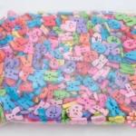 ลูกปัดพลาสติก ตัวอักษร คละสี A-Z(1กิโล/1,000กรัม)