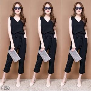 เสื้อผ้าแฟชั่นพร้อมส่ง - ชุดเซ็ตได้ 2 ชิ้น เสื้อคอวี + กางเกงห้าส่วน เนื้อผ้าดี สีดำ