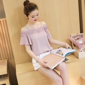 เสื้อแฟชั่นเกาหลี สายเดียว แต่งแบบโชว์ไหล่ เย็บลูกไม้ระบายสวยหวาน สีชมพู