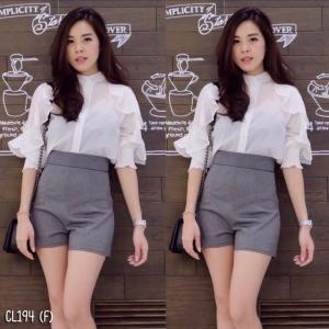 เสื้อผ้าแฟชั่นพร้อมส่ง - เซ็ตได้ 2 ชิ้น เสื้อคอจีนแขนยาวผ้าชีฟองเนื้อทรายผ่าอกติดกระดุม + กางเกง สีขาว