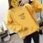 เสื้อแขนยาวแฟชั่นพร้อมส่ง เสื้อแขนยาวสีเหลือง แต่งสกรีนรูปยิ้ม I'm okay +พร้อมส่ง+ thumbnail 3