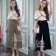 เสื้อผ้าแฟชั่นเกาหลีพร้อมส่ง - ชุดเซ็ตได้ 2 ชิ้น เสื้อเปิดไหล่ระบาย+กางเกงสีดำ thumbnail 5