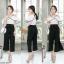 เสื้อผ้าแฟชั่นเกาหลีพร้อมส่ง - ชุดเซ็ตได้ 2 ชิ้น เสื้อเปิดไหล่ระบาย+กางเกงสีดำ thumbnail 4